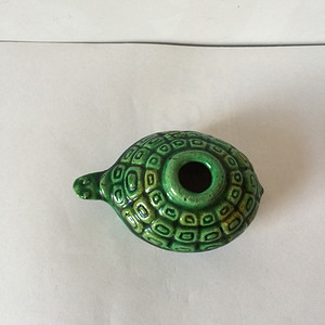 188 三彩回纹龟形砚滴