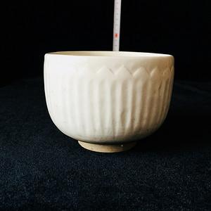 207 青白莲瓣纹碗