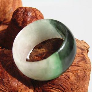 晚清老坑翡翠 挂阳绿戒指 包浆熟润