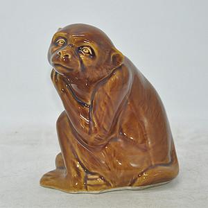 瓷塑猴摆件