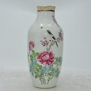 花鸟粉彩老瓷瓶