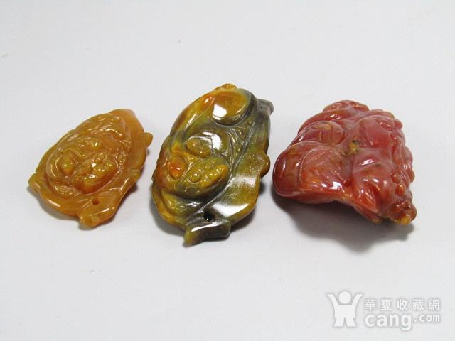 天然战国红俏色巧雕貔貅挂件 三件 手工雕刻图5