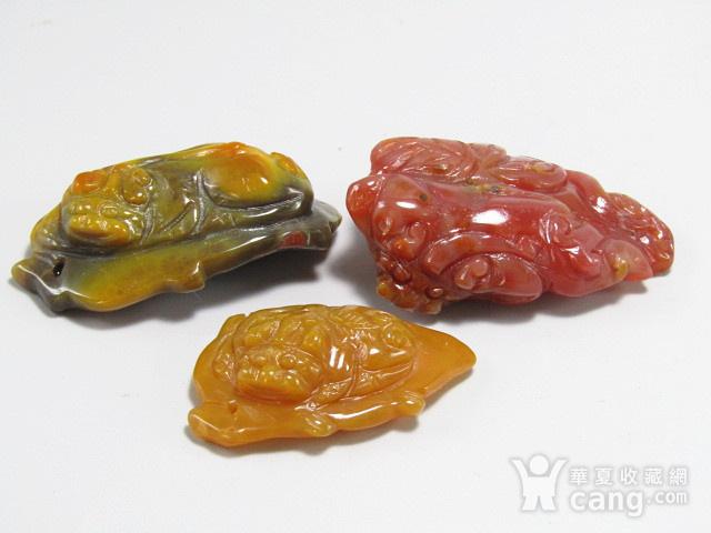 天然战国红俏色巧雕貔貅挂件 三件 手工雕刻图1