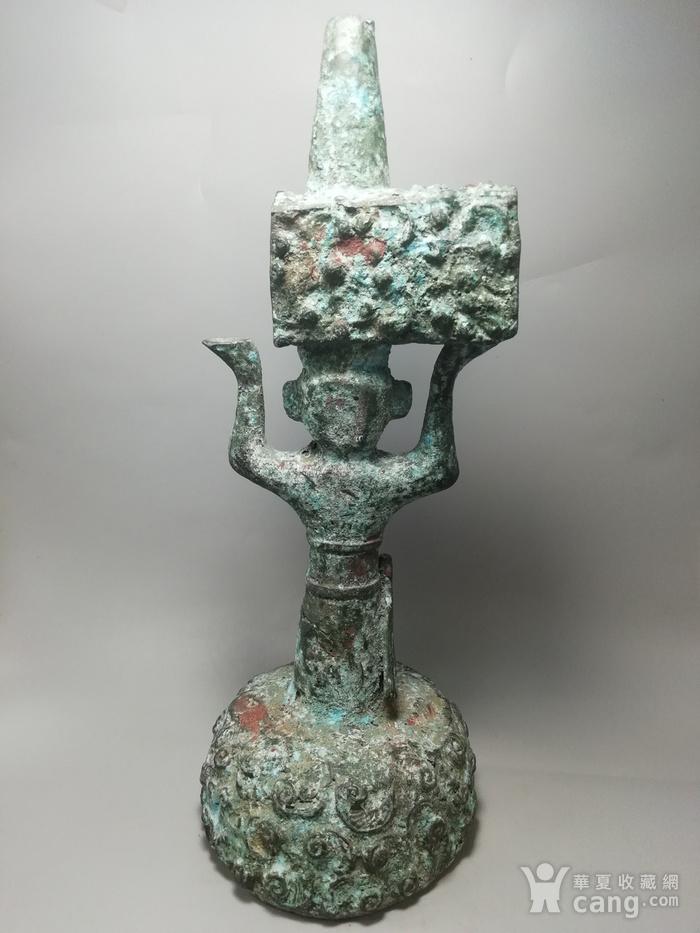 西周时期青铜灯台结构造型古朴 纹饰精美 工艺精湛图2