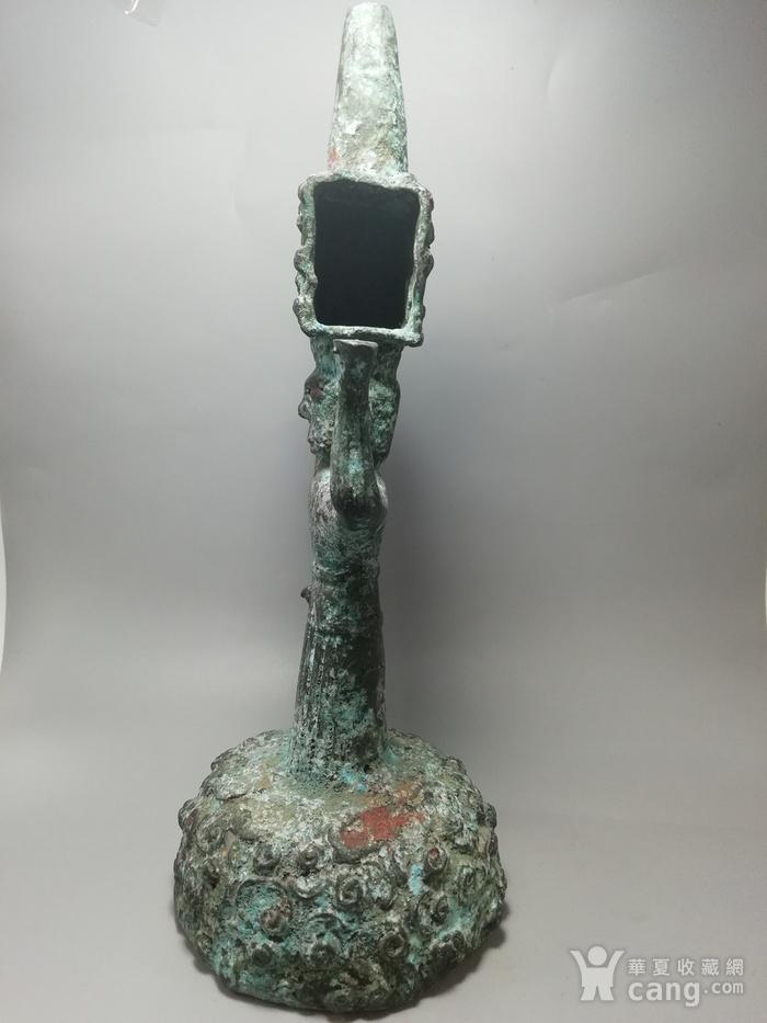 西周时期青铜灯台结构造型古朴 纹饰精美 工艺精湛图3