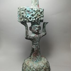 西周时期青铜灯台结构造型古朴 纹饰精美 工艺精湛