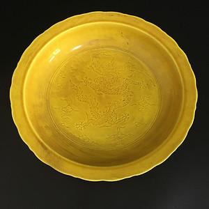 黄釉凤凰盘