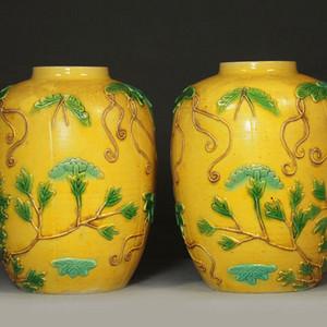 晚清黄釉瓜瓞绵绵纹雕瓷冬瓜罐一对