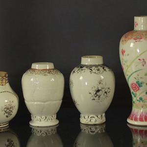 清雍正粉彩墨彩瓷瓶四件