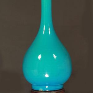 清乾隆孔雀蓝釉胆瓶