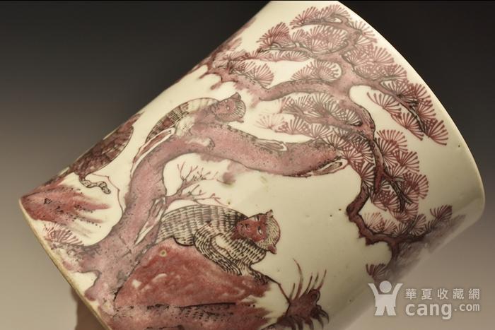 清早期釉里红猴鹿纹笔筒图2