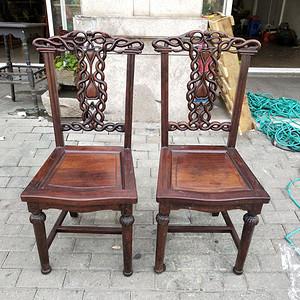 一对非常漂亮的灯笼腿椅子