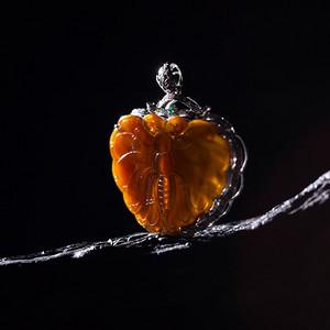 豪华18k金镶嵌冰种纯天然红翡蝴蝶超大吊坠