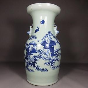 清代豆青堆白和合二仙绘画赏瓶