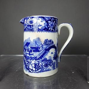 维多利亚时期青花楼台花鸟奶杯