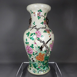 清代哥釉粉彩花鸟绘画盘口观音瓶