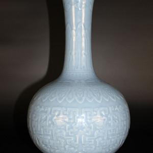 欧亚回流天蓝釉刻饕餮纹赏瓶
