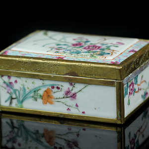 26民国粉彩花卉纹方盒