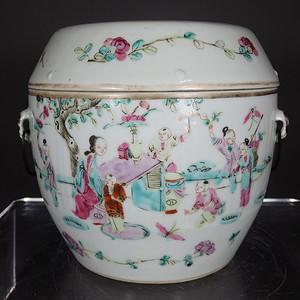 清代粉彩婴戏人物绘画平顶盖罐