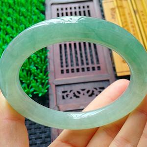 冰润绿圆条手镯
