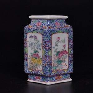 清锦地粉彩开窗花卉棱形琮瓶
