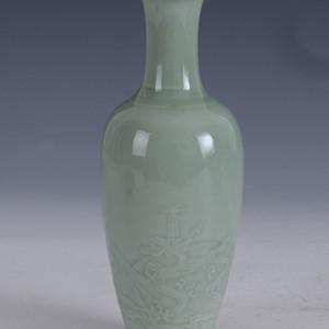 欧洲回流粉青釉刻龙纹柳叶瓶