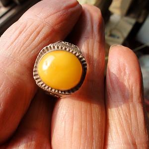 鸡油黄老蜡戒指