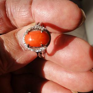 有证书珊瑚戒指
