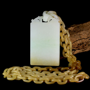 苏工巧雕 新疆和田玉翠色糖白玉链环一体平安无事牌