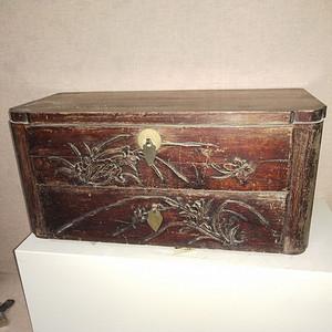 造型独特老书箱