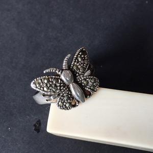 8154欧洲回流老银嵌铁矿石戒指