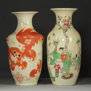 清代粉彩矾红瓶两个