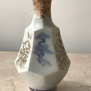 7026 民国青花描金六角瓶