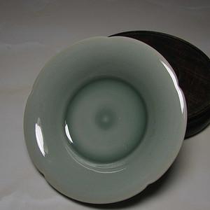 龙泉窑青釉葵口洗