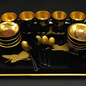 清代漆器金粉手绘丹顶鹤一套茶具