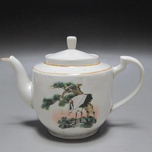 创汇期粉彩松鹤纹茶壶