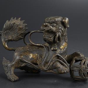 清铜鎏金狮子