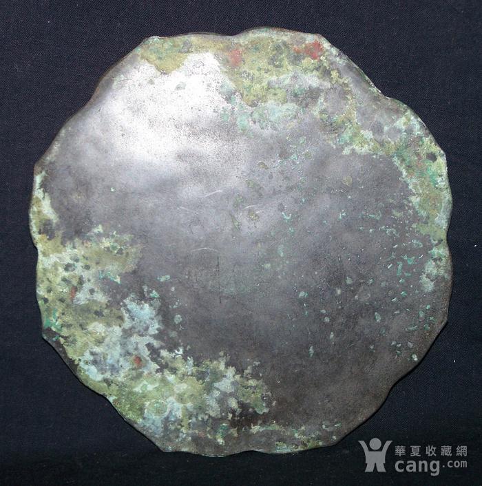 青铜神兽人物纹菱花镜图11