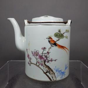 文革时期粉彩花鸟绘画提梁壶