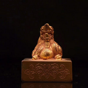 清.铜鎏金錾刻花卉纹龙扭印章