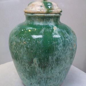 请绿釉宝珠罐