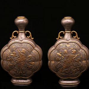 清.铜鎏金银錾刻飞天人物纹扁瓶一对