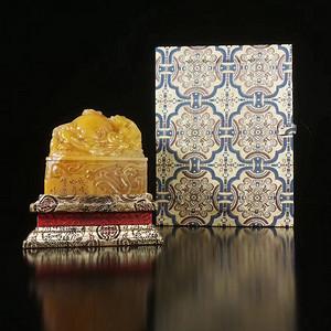 晚清 胡镬 款 田黄石雕 螭龙戏珠钮 印章