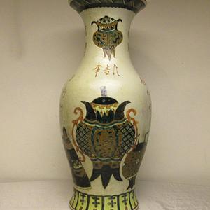 联盟 T864清中期哥釉博古纹粉彩观音瓶