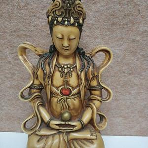 清代老料器雕观音菩萨坐像