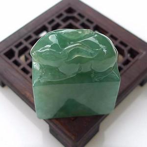 联盟  精美翡翠A货老种水润满绿玉兔印章