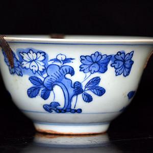 明花卉纹碗