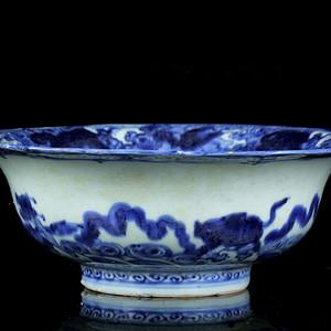 12明青花海水端兽纹葵口碗