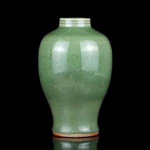 31明代龙泉窑小口梅瓶