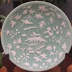 清代29cm和和美美白泥绘豆青釉大盘